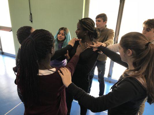 CorpoGiochi a scuola-evento Rosso | Cantieri Danza